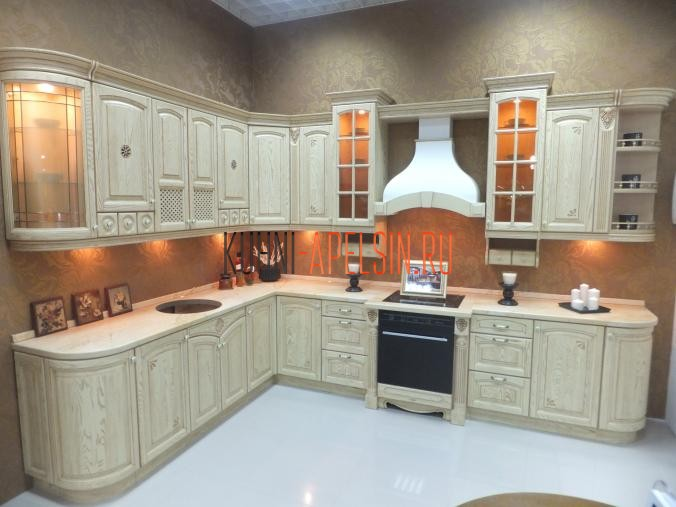 Кухонный гарнитур большого размера от фабрики Апельсин